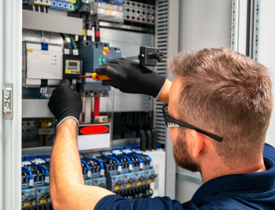 Electrician in Compton